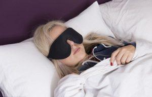 Маска для сна против диабетической ретинопатии.